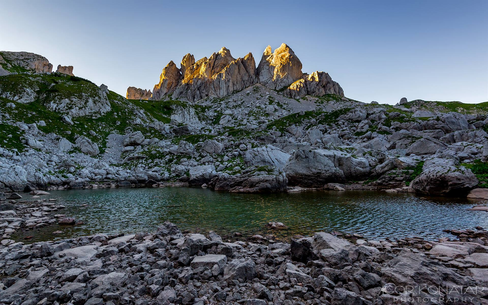 booking accommodation durmitor zabljak zeleni vir lake zupci mountain peak