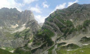 letnji booking smestaj priroda aktivnosti obilasci kolima pesacke ture hiking planina durmitor grad zabljak crna gora planinski vrh prutas